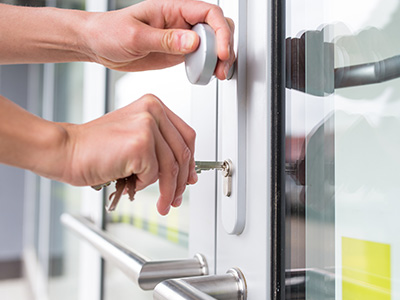 Why should I hire a licensed locksmith?